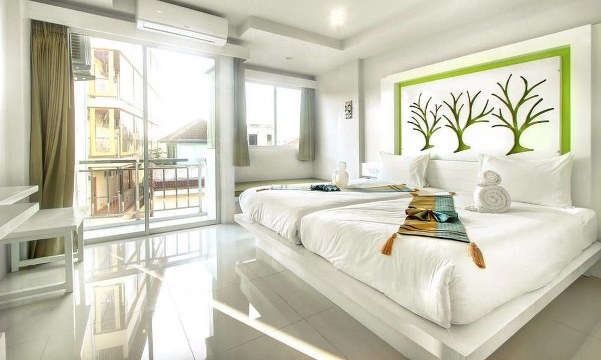 40 room modern hotel with swimming pool for rent in Patong