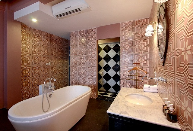 hotel-room-pool3b