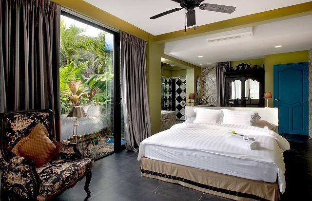 hotel-room-pool5b