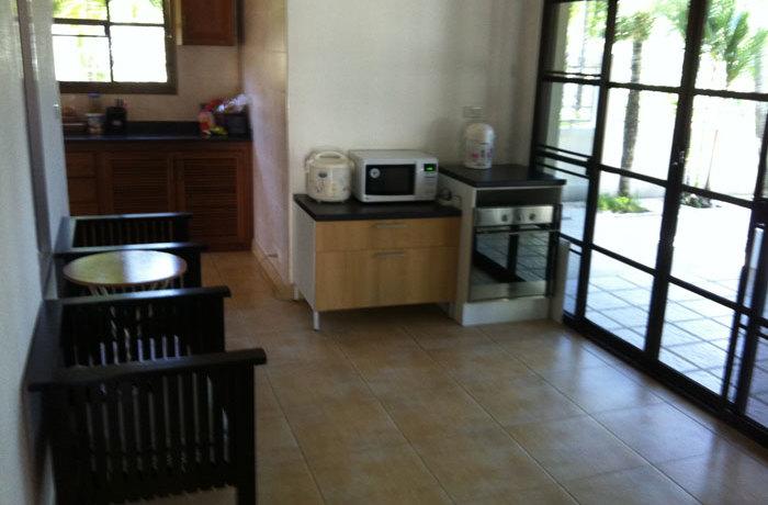 rent08golfview_kitchen2