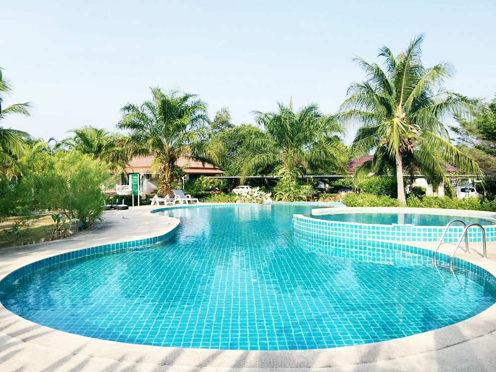 2 Bedroom shared Pool for rent in Chalong