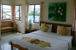 Guest house with large restaurant 400m to Patong beach