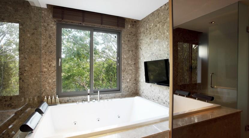 Penthouse Master Bath02