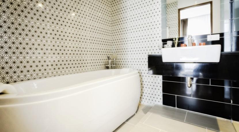 RE 72 sqm 2 BDR Bath tub