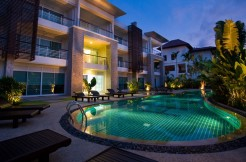 Golf Course View 3 bedroom apartment with shared Pool in Kathu