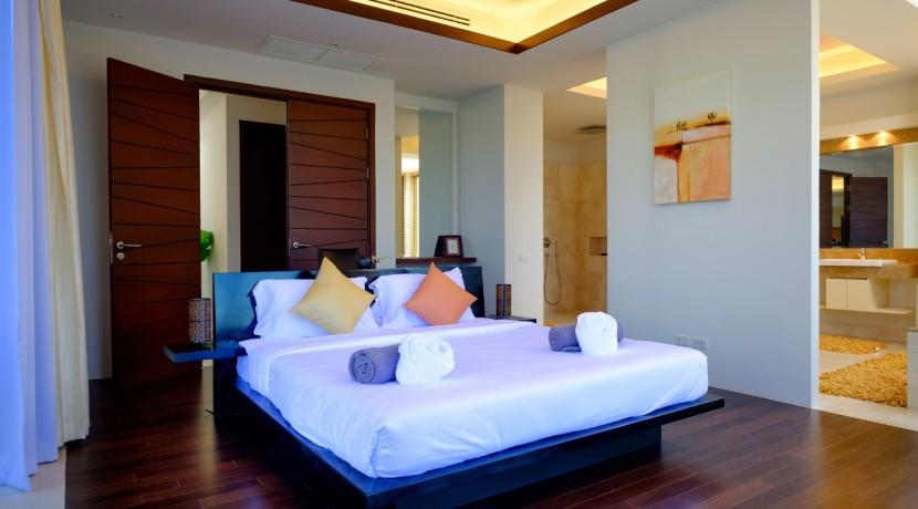 12-master-bedroom-en-suite-bathroom