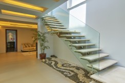 15-marble-staircase-to-the-guest-floor