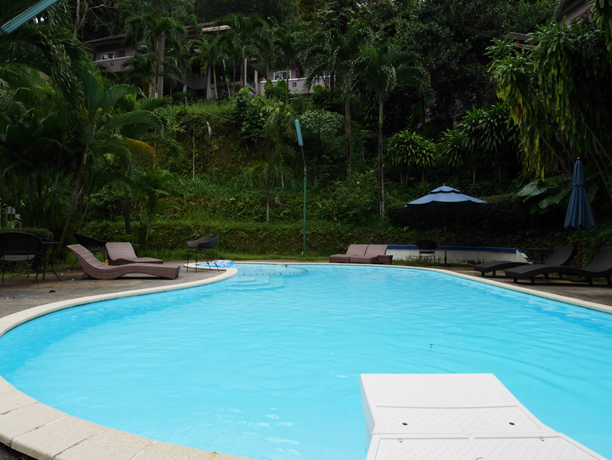 Family 2 Bedroom House with communal Pool for Rent