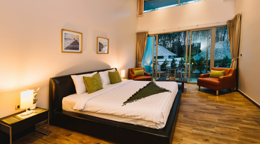 high-ceiling-bedroom