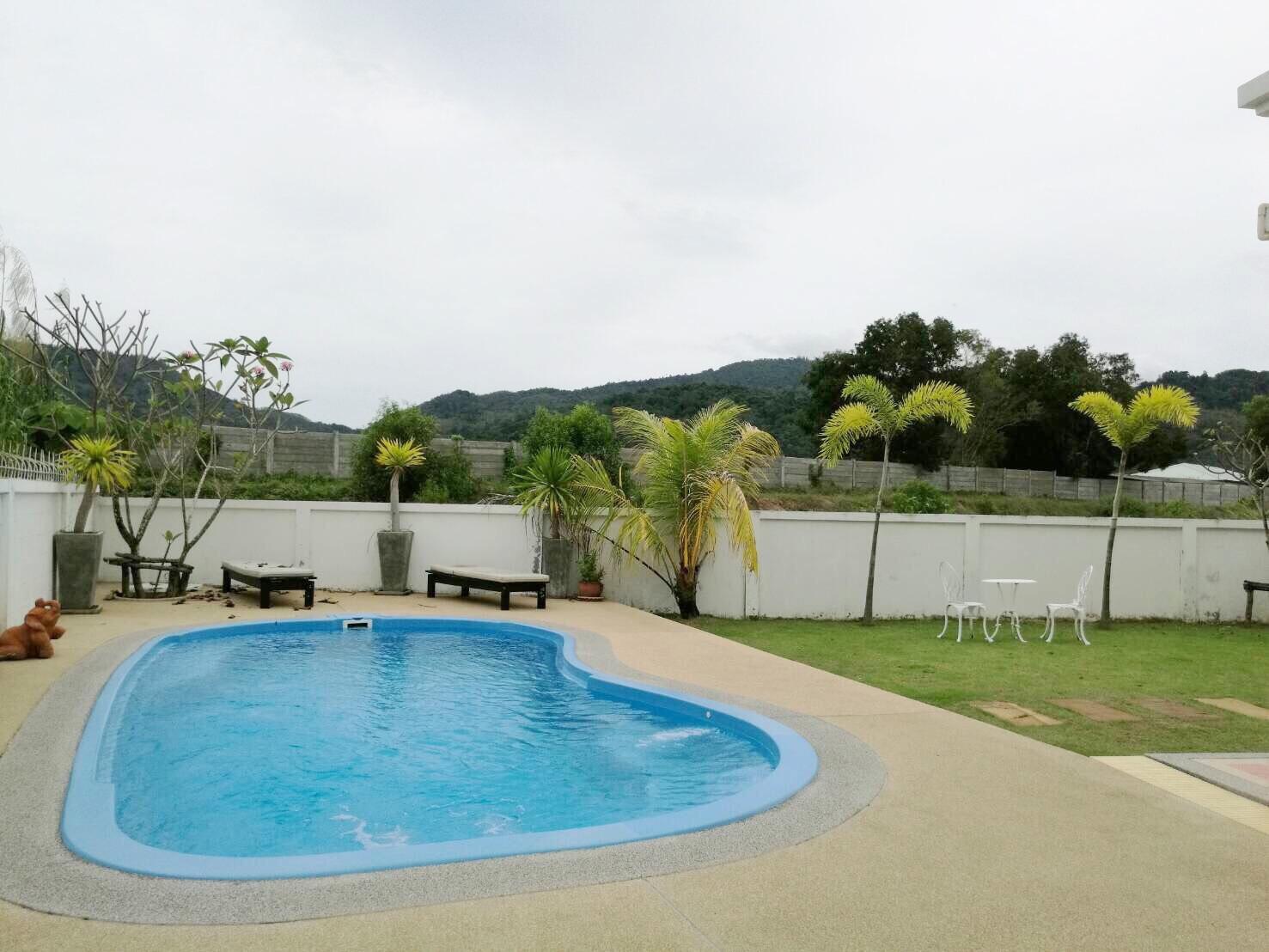 Pool Villa 4 Bedrooms for Long Term Rent