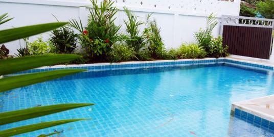 Modern 4 Bedroom Pool Villa near Loch Palm Golf Course for Long Term Rent