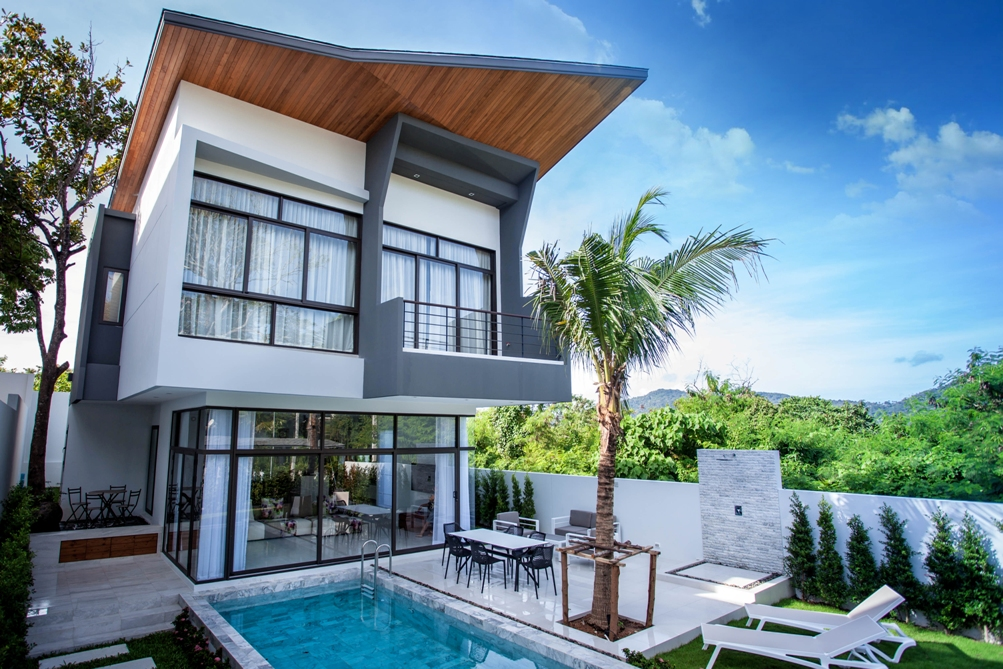 Charming modern 3 Bedroom Pool Villa for rent in Nai Harn-Rawai
