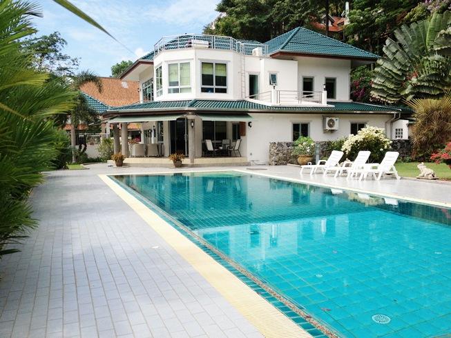 Large Land Plot 800 sqm Private Pool 4 Bedroom Villa for Sale
