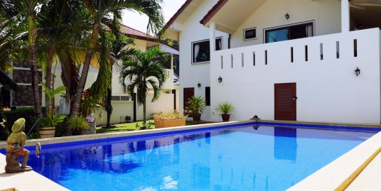 Villa with Private Pool for Sale in Kathu, 3 bedrooms 3 Bathroom 420 sqm.Land plot