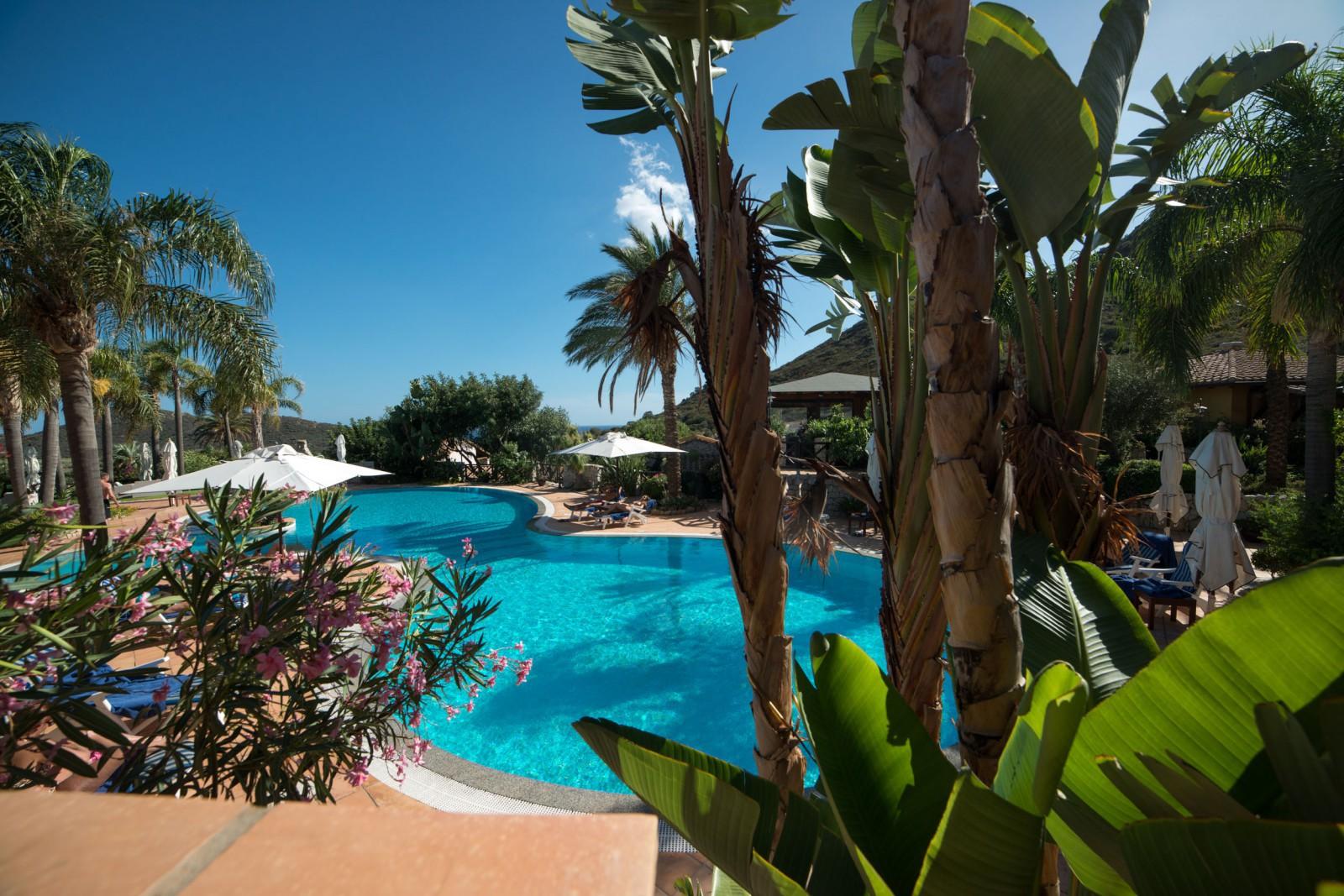 33 room resort with pool in tropical Phuket Island