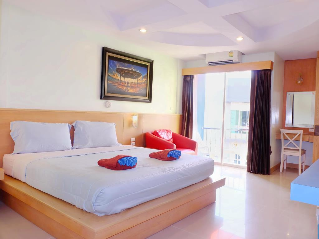 18 room guest house with lift for rent in Patong