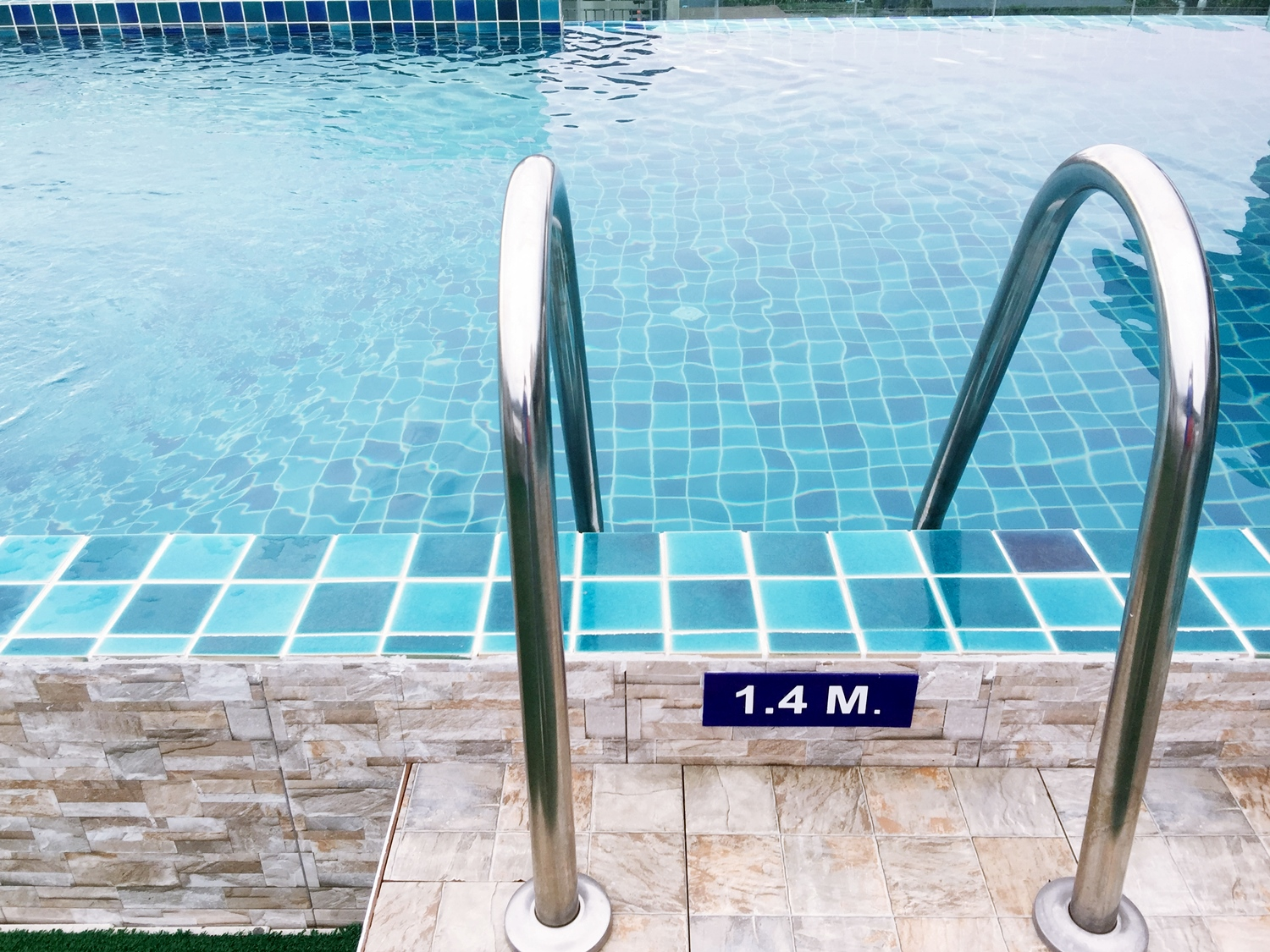 45 room hotel in Patong with pool for lease just 200m to Bangla Road