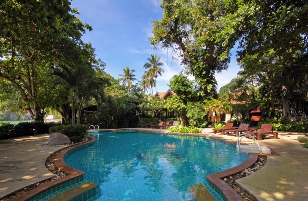 Large Tropical Resort For Rent In Patong