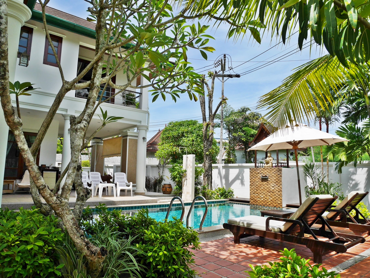 Pool Villa 3 Bedroom + maid room 10 minutes walk to Surin & Bangtao Beach