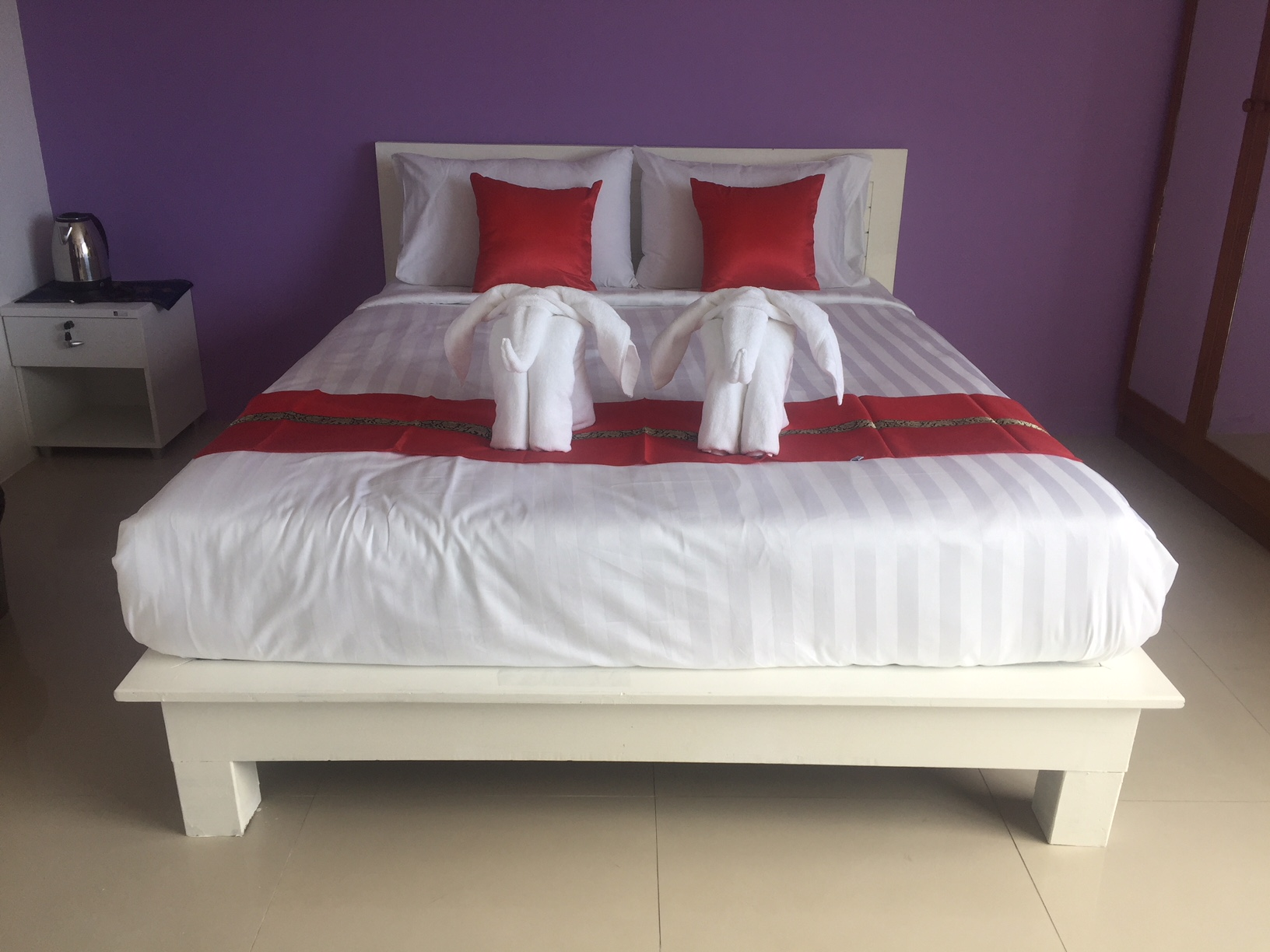8 room guest house with bar for sale in Patong