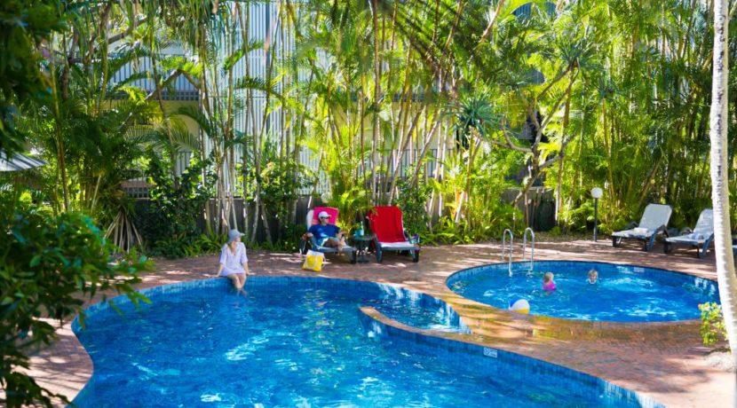 swimming-pool-67996-ws