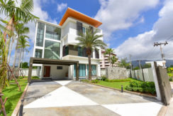 Modern Private Pool 4 Bedroom for sale in Golf Course
