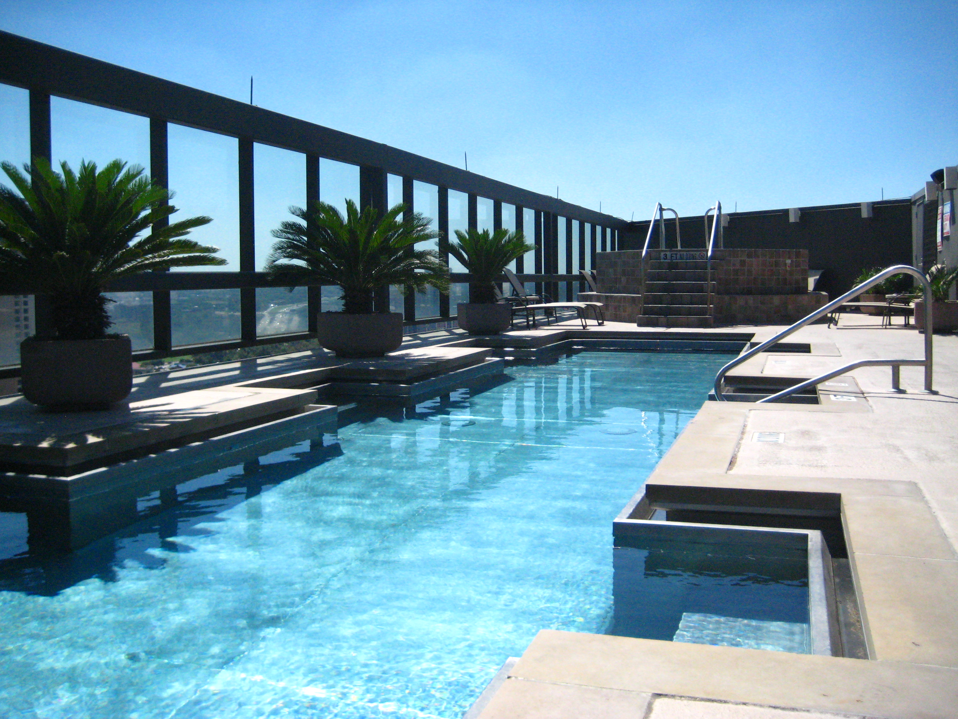 52 room hotel with roof top pool not far from Patong Beach | Aqua