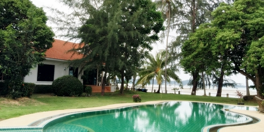 3 bedroom beach front house for long term rent in Chalong