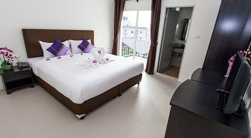 26 room guest house for rent in Patong