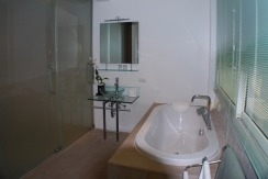 8 Bathroom (2)