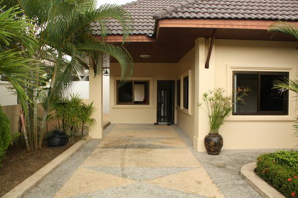 3 bedroom house with big garden for long term rent in Paklok Phuket
