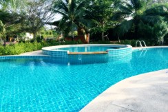 1 Bedroom Villa with Communal Pool 5 minute drive to Chalong Beach
