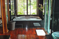 10. Surin Seven - Master Bathroom