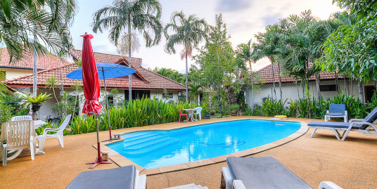 Cozy 2 bedroom houses with shared pool just 700 m away from Kamala beach