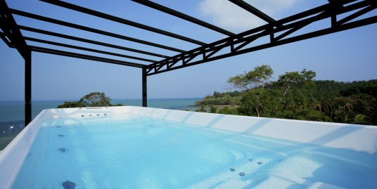A Beach Front Penthouse 3 bedroom for rent in Phuket