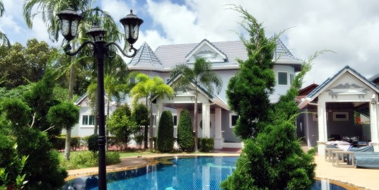 Luxury Pool Villa 4 Bedrooms in Golf Courses for rent