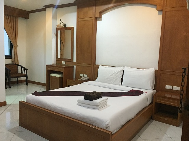19 room guest house with restaurant in Patong