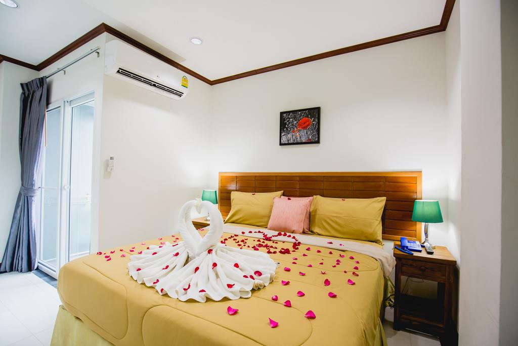 27 room guest house with bar and restaurant for rent in Patong